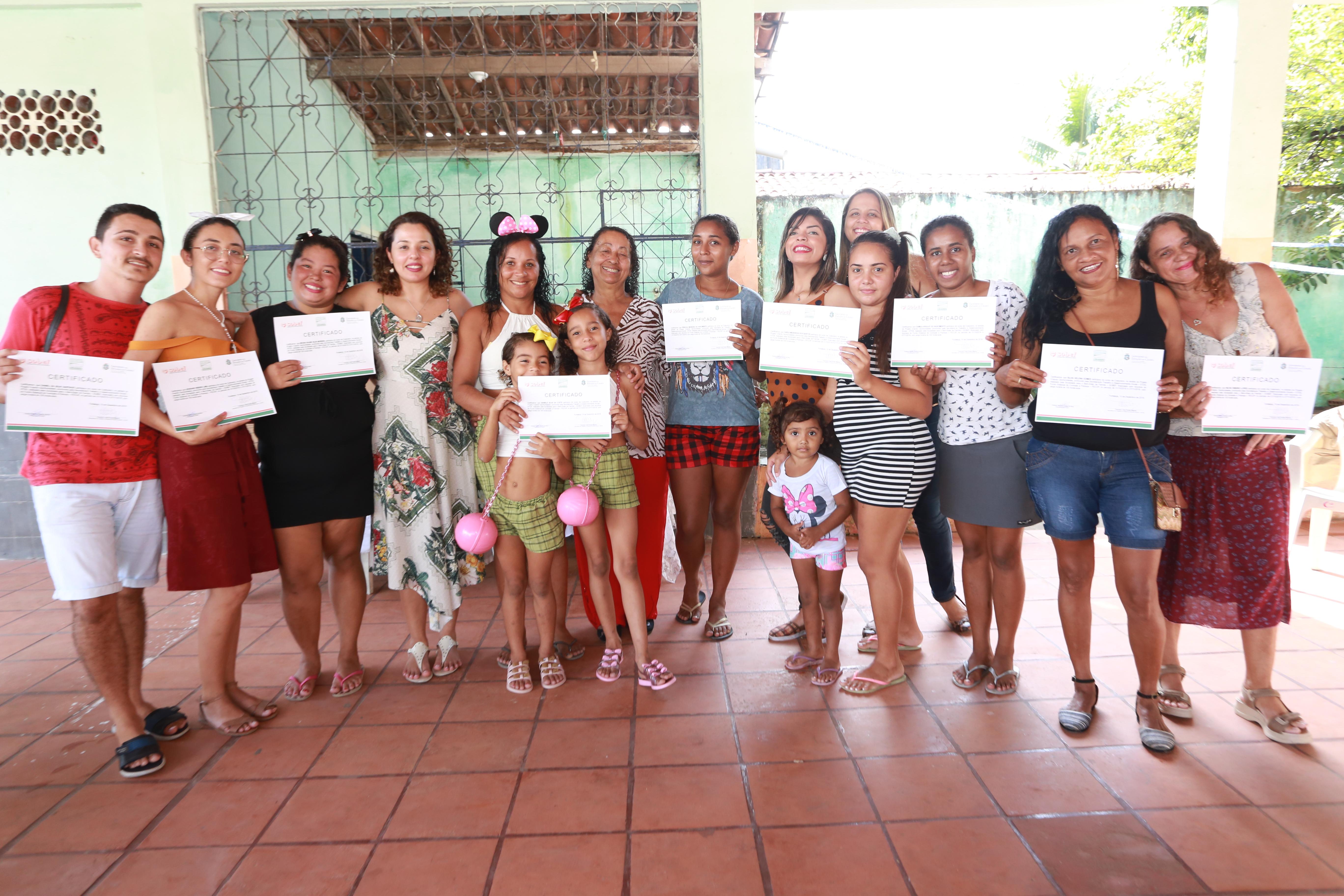 Pacto por um Ceará Pacífico: Projeto Criando Oportunidades certifica moradores do Bom Jardim no curso de corte e costura