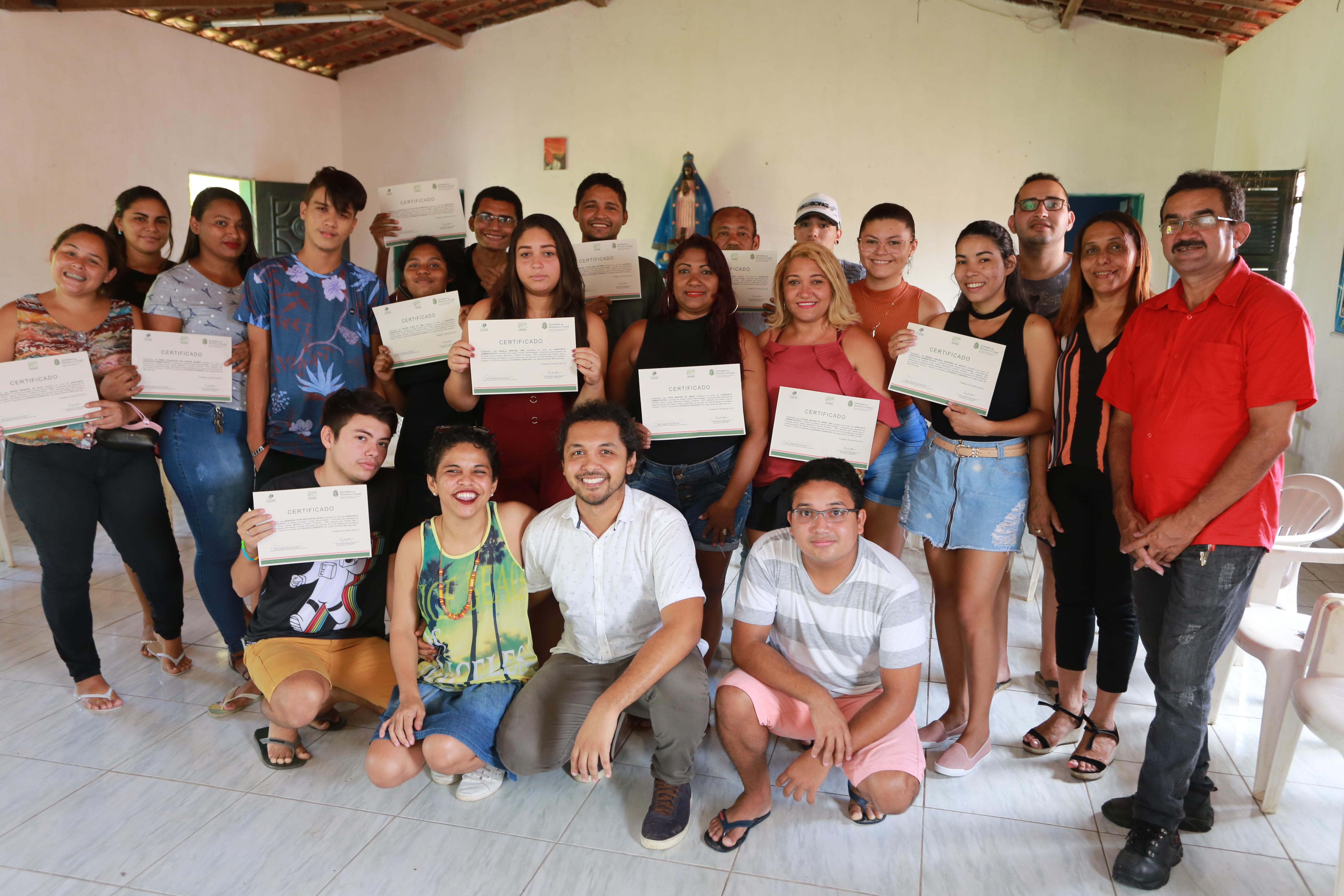 Emprego: Pacto por um Ceará Pacífico capacita jovens do Grande Genibaú