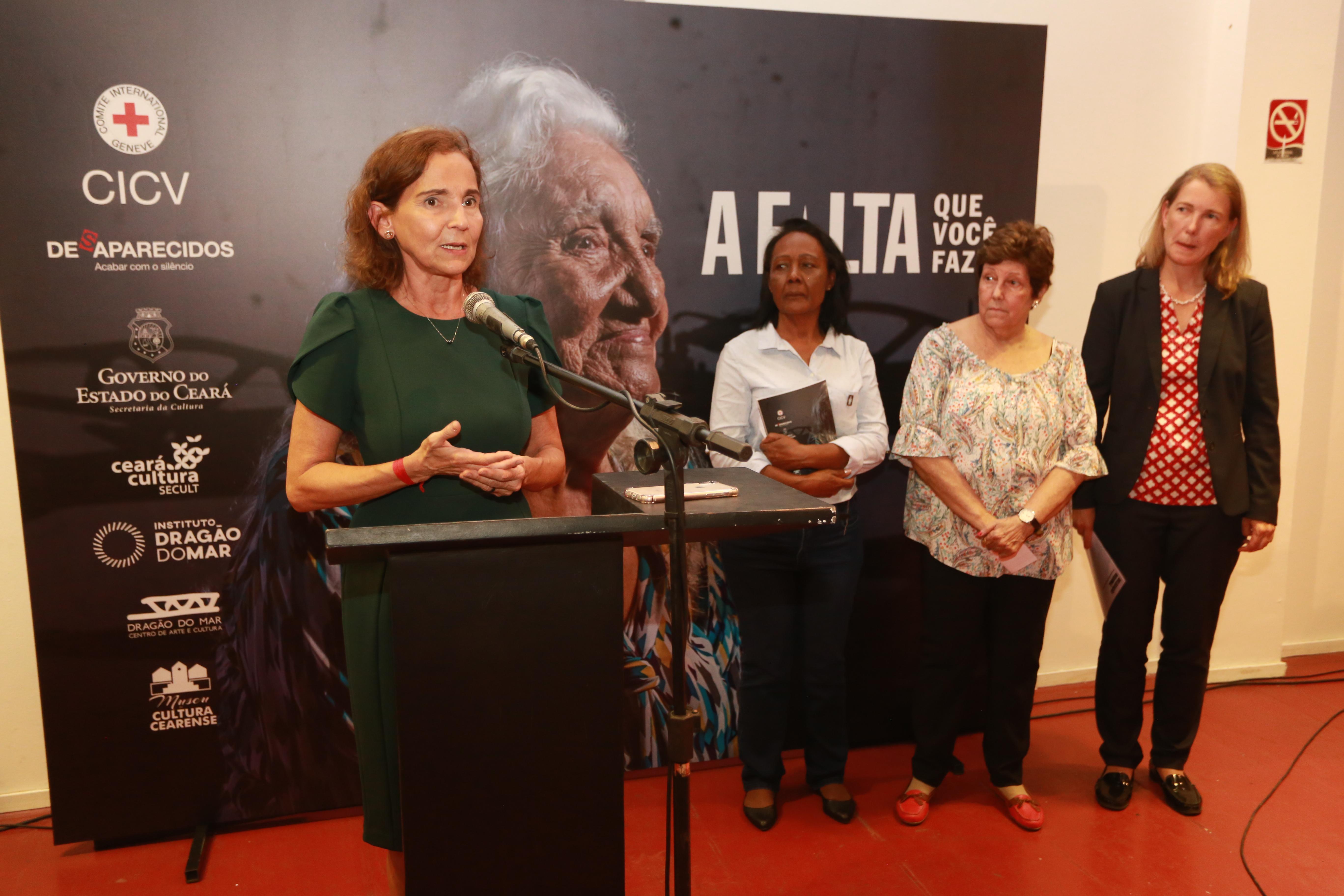 Vice-governadora abre exposição sobre pessoas desaparecidas no Centro Dragão do Mar