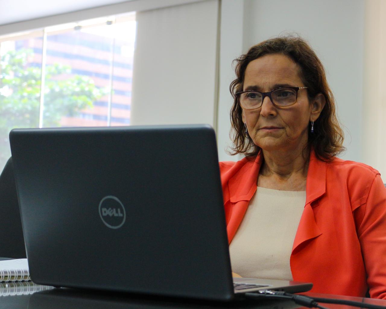 """""""Somos capazes de vencer a batalha contra a Covid-19"""", diz Izolda Cela em entrevista"""