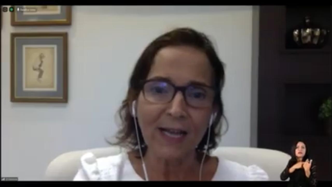 Izolda Cela participa de palestra sobre alfabetização e direito à aprendizagem com equidade