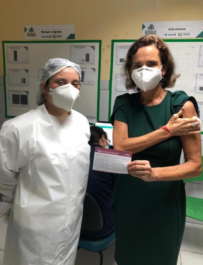 Vice-Governadora do Ceará, Izolda Cela, recebe primeira dose da vacina contra Covid-19