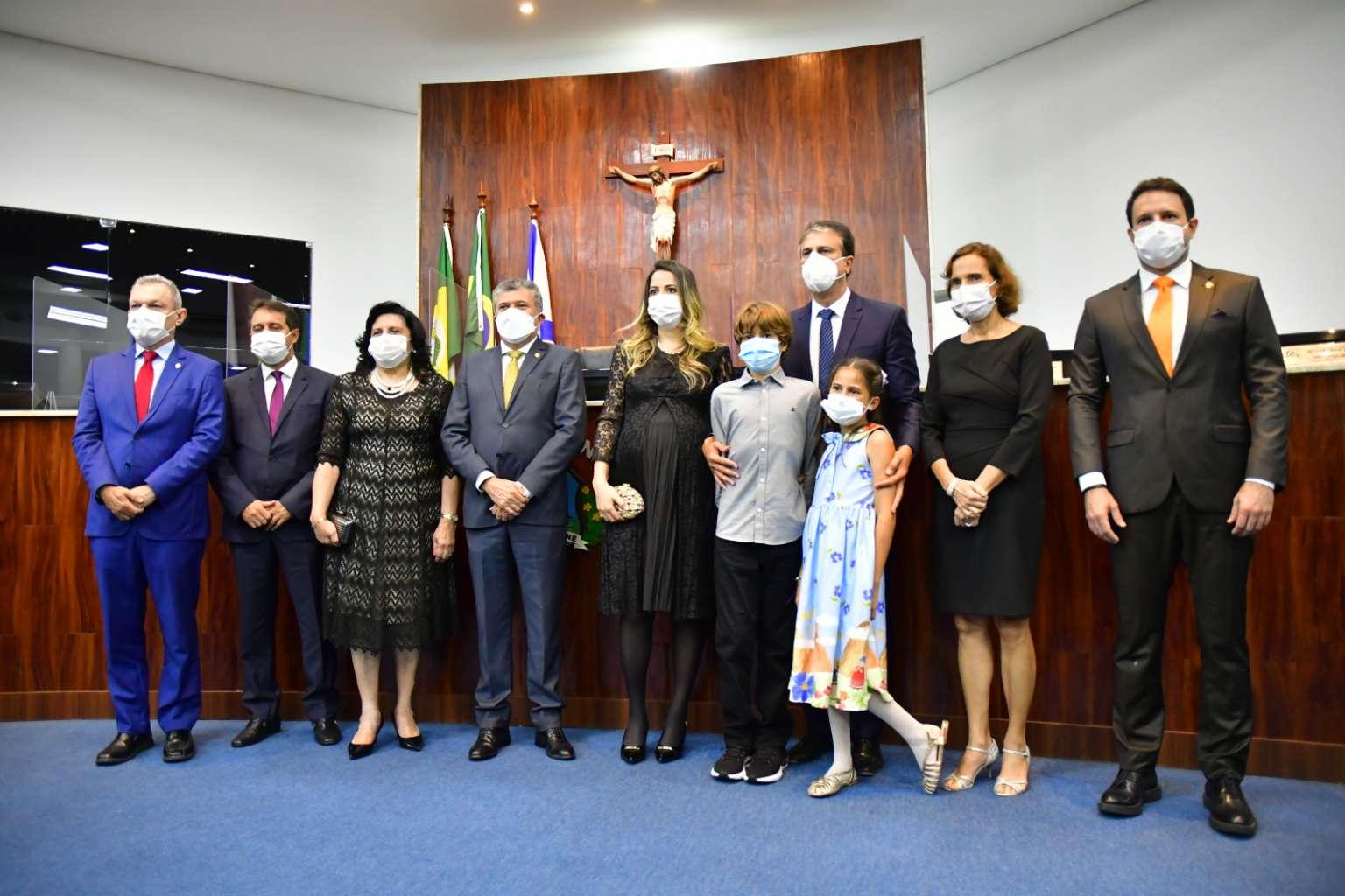 Primeira-dama Onélia Santana recebe título de cidadã de Fortaleza em reconhecimento ao trabalho voltado para a infância