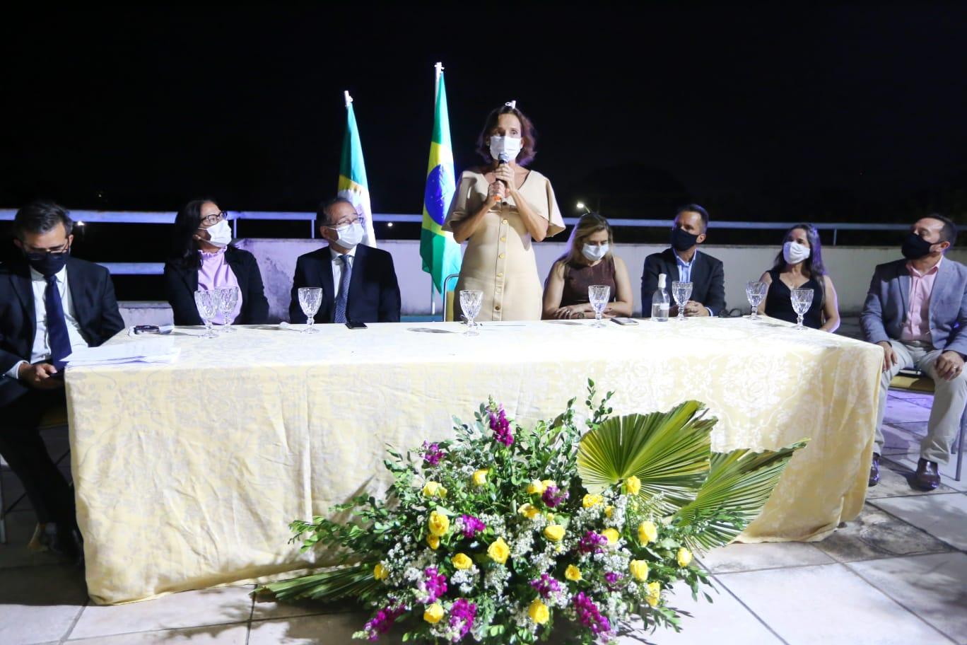 Izolda Cela recebe título de cidadã cratense