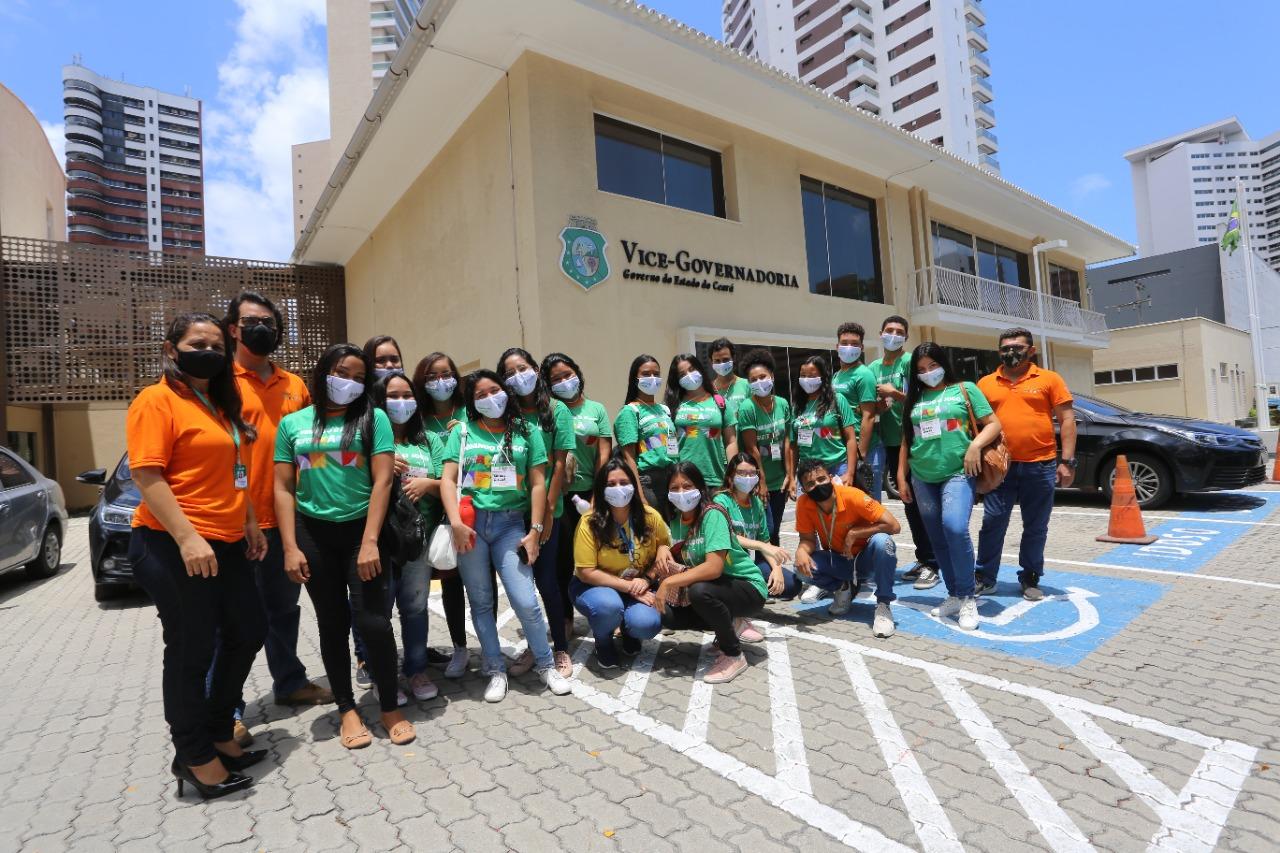 Jovens do Virando o Jogo visitam Vice-Governadoria do Ceará em aula prática